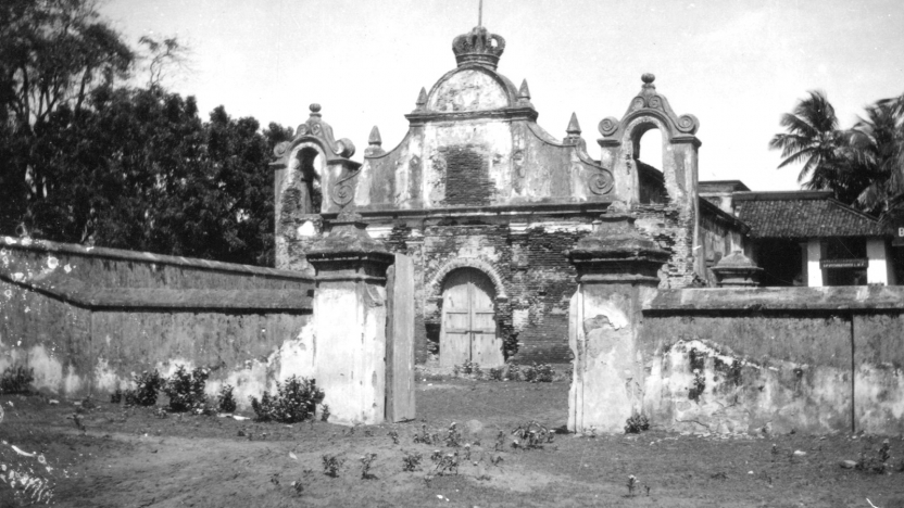 Indgang til kirkegården i Trankebar. (Trankebar var dansk koloni fra 1620-1845).