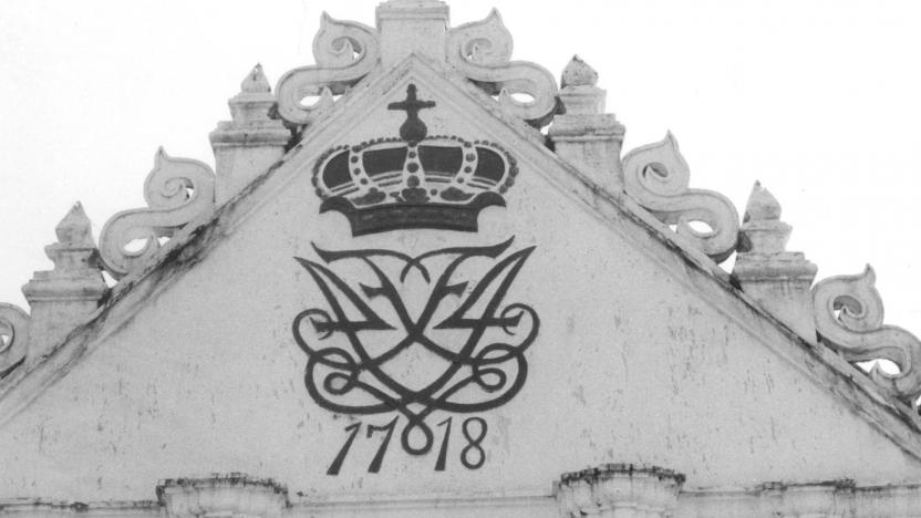 Ny Jerusalems Kirke, Trankebar. Opført af missionærer i 1718. På gavlen ses Kong Frederik IV.'s monogram.