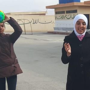For syriske Tasneem er skolevejen livsfarlig