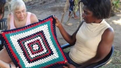 100 hækle- og stoppenåle til Tanzania