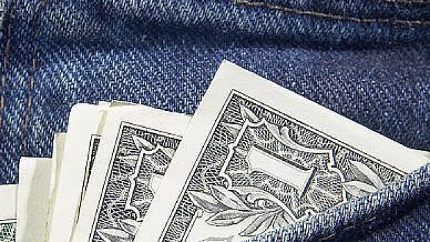 Fandt 1.400 kr. i lommen af bukser købt i genbrugsbutik