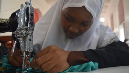 En syskole knytter Osted og Zanzibar sammen