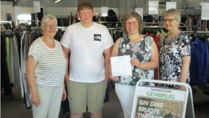 Mor og søn vinder 10.000 kr. i Danmissions forårslotteri