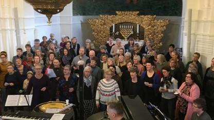 75 børn og voksne sang til fordel for Fremtidsbørn