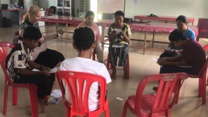 Med provstivolontør Anne i Cambodja