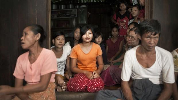 56 nyuddannede fredsmæglere i Myanmar