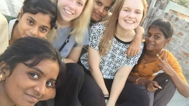 Danske gymnasieelever møder jævnaldrende indere og deres tro
