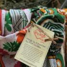 Farverigt tørklæde fra Upendo