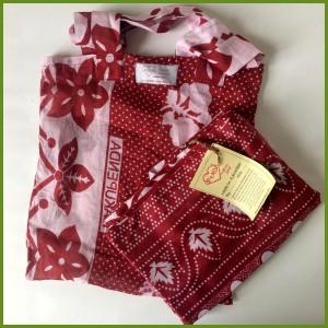 Smukt tørklæde i rødt mønster