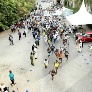 På Zanzibar løber muslimer og kristne sammen – og du kan løbe med